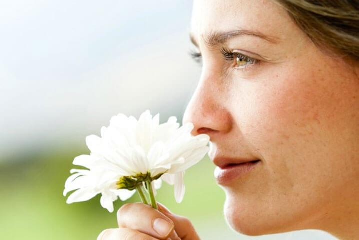 mulher-olfato